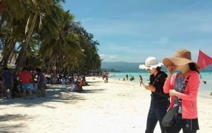 Philippines expects to attract 8.2 million foreign tourists in 2019 hinh anh 1