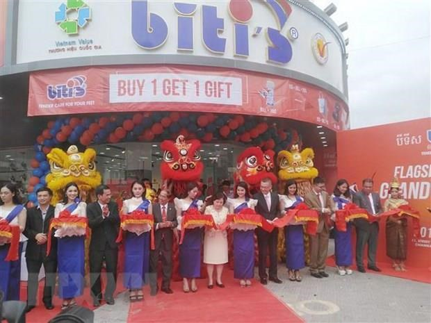 Vietnamese footwear maker Biti's opens first store in Cambodia hinh anh 1
