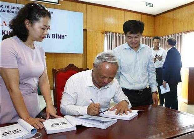 Book on peace aspiration launched hinh anh 1