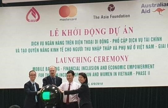 Mobile banking project launched for low income people, women hinh anh 1