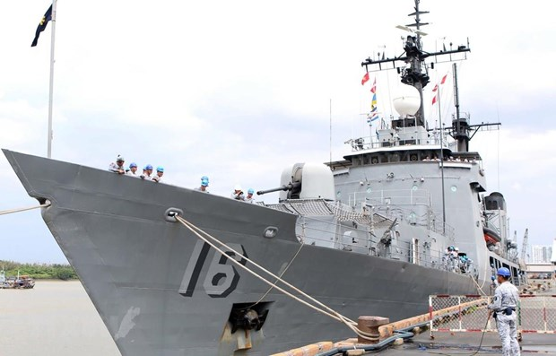 Philippine naval ship docks at HCM City hinh anh 1