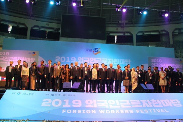 Vietnamese workers attend foreign labour festival in RoK hinh anh 1