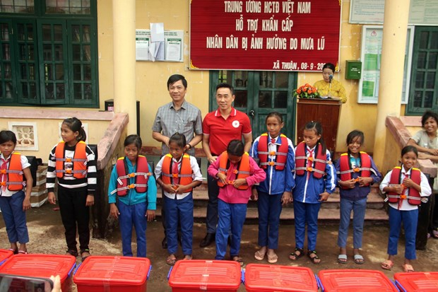Vietnam Red Cross Society aids flood victims in Quang Tri hinh anh 1