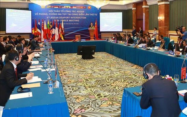 ASEAN nations boost cooperation in fighting drug trafficking at sea hinh anh 1