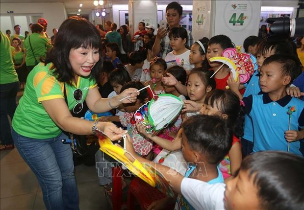 HCM City holds various activities for children on Mid-Autumn festival hinh anh 1