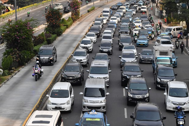 Indonesia expands odd-even license plate traffic policy in Jakarta hinh anh 1