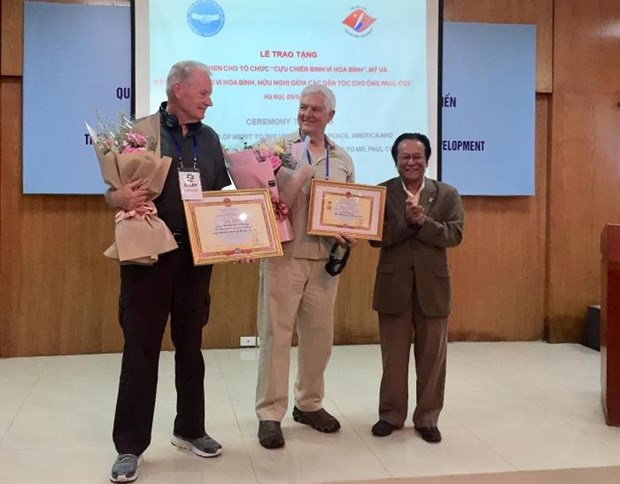 US's Veterans for Peace honoured with friendship union's certificate of merit hinh anh 1