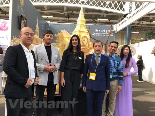 Vietnam's handicraft products popular at London int'l fair hinh anh 1