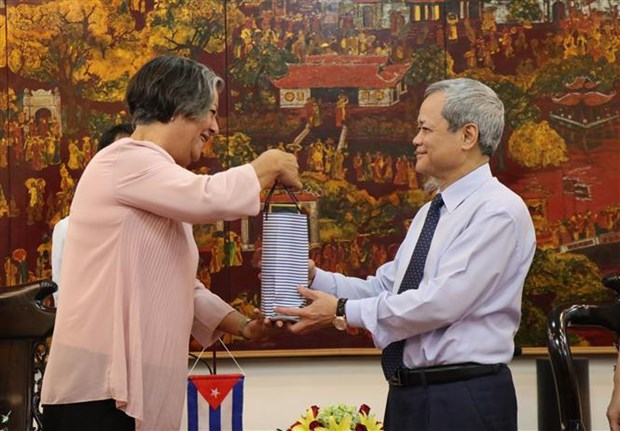 Bac Ninh shares experience in labour, employment with Cuba hinh anh 1