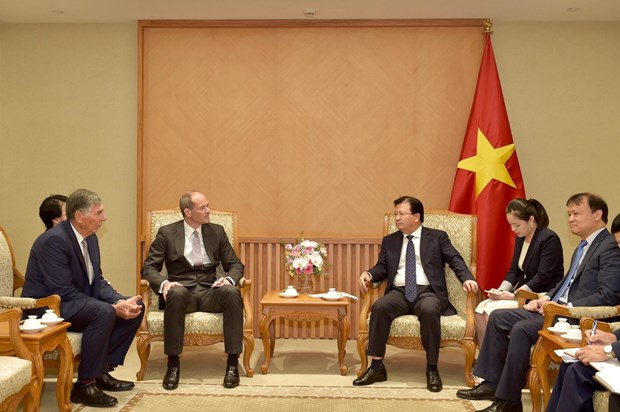 Deputy PM urges British conglomerate to invest more in Vietnam hinh anh 1