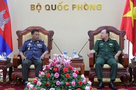 Deputy Chief of General Staff receives Cambodia military police officer hinh anh 1