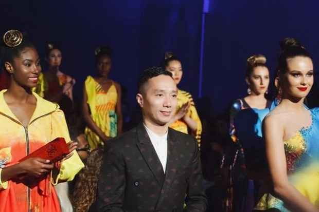 Vietnamese fashion designers showcase works in New York hinh anh 1