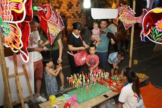 Party chief, President shares children's joy on Mid-Autumn Festival hinh anh 1