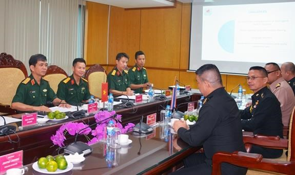 Vietnam enhances cooperation in UN peacekeeping with UK, Thailand hinh anh 1