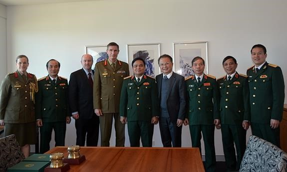 Vietnam, Australia step up defence cooperation hinh anh 1