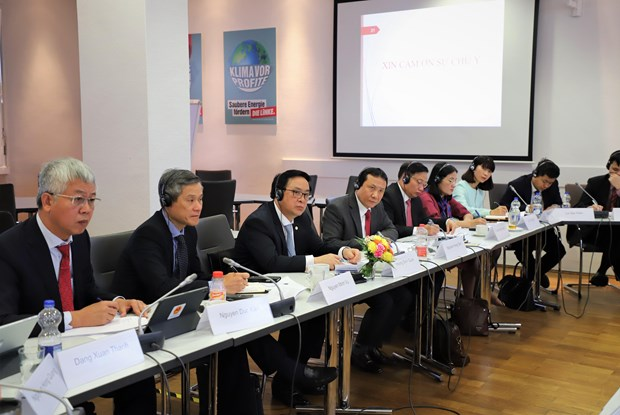 CPV holds policy dialogue with Germany's left-wing party hinh anh 1