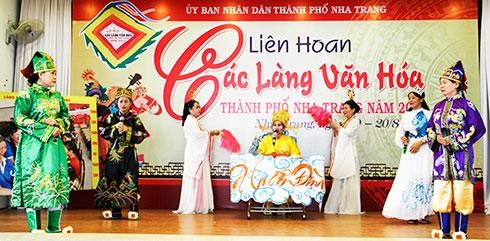 Painting exhibition features Vietnam's seas, islands hinh anh 1