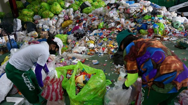Philippines joins Southeast Asian effort to end plastic waste hinh anh 1