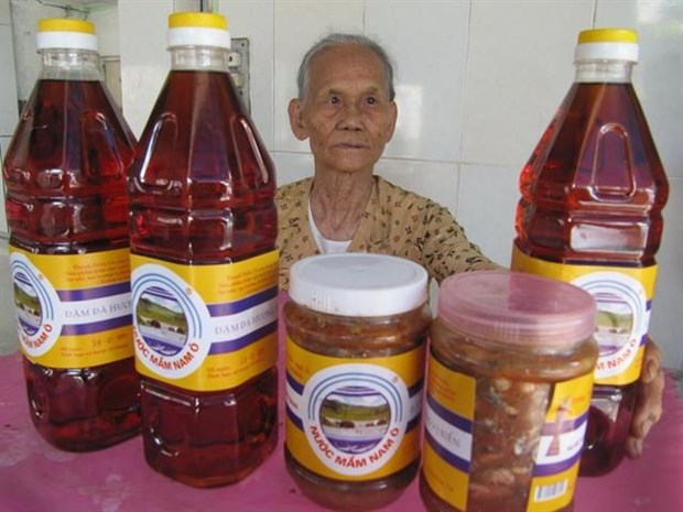 Fish sauce, pottery in central region recognised as heritage hinh anh 1