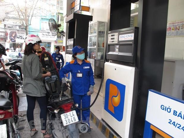 Petrol prices see slight reduction hinh anh 1