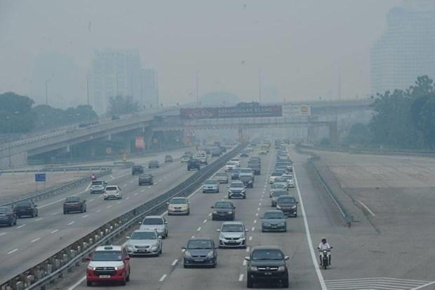 Malaysia closes hundreds of schools as haze hits unhealthy level hinh anh 1