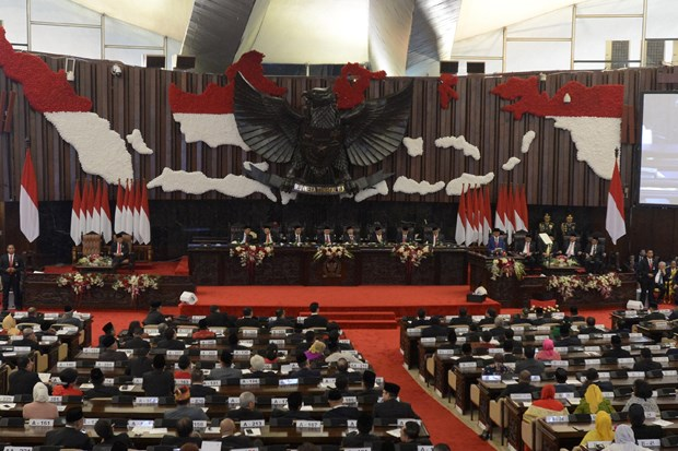 Indonesian parliament passes revisions to law on anti-graft agency hinh anh 1