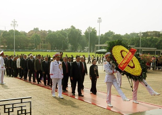 9th VFF National Congress: Delegates pay respect to President Ho Chi Minh hinh anh 1