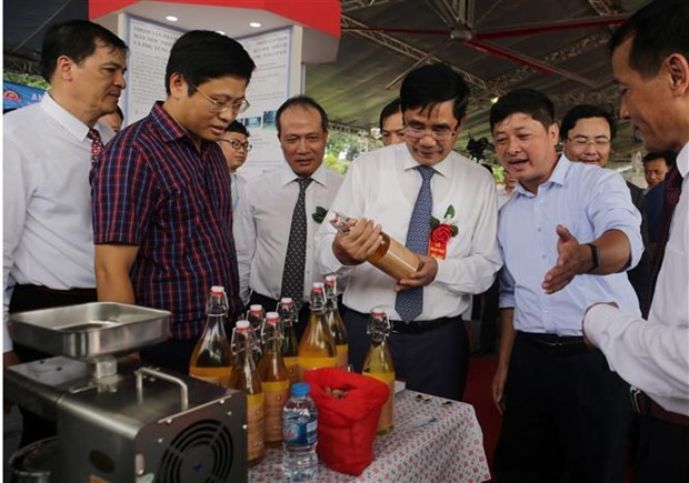 National outstanding rural industrial products honoured hinh anh 1