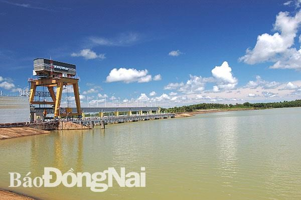 Dong Nai proposes 8 solar power projects on Tri An lake hinh anh 1