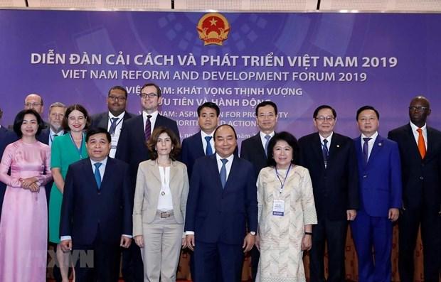 PM receives delegates to Vietnam reform forum 2019 hinh anh 1