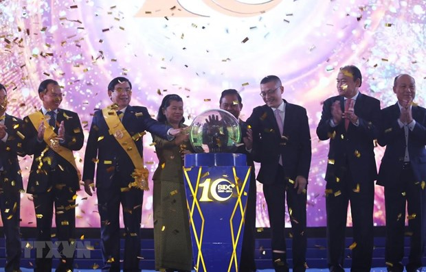 Vietnamese-invested bank's contributions to Cambodia's economic growth hailed hinh anh 1