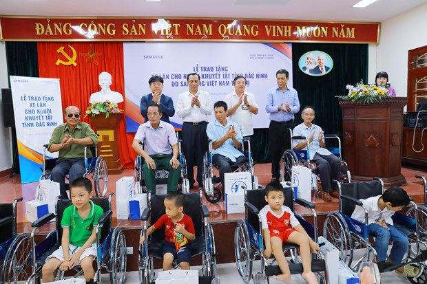 More wheelchairs to disabled in Bac Ninh hinh anh 1