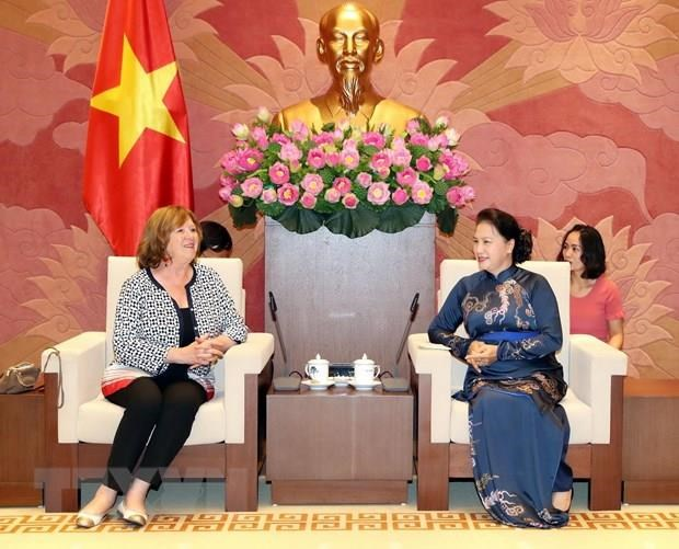NA Chairwoman greets French Senator hinh anh 1