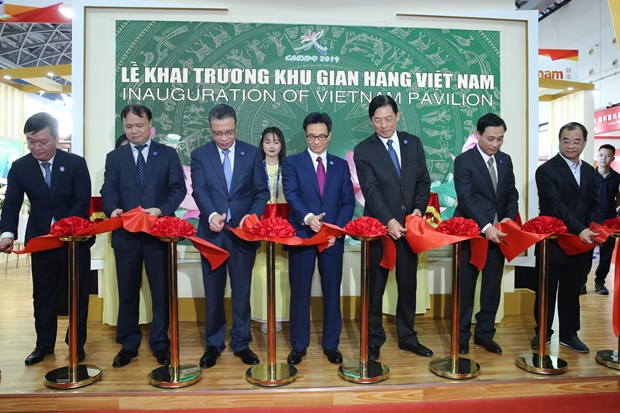 Deputy PM attends opening ceremony of 16th CAEXPO, CABIS hinh anh 2