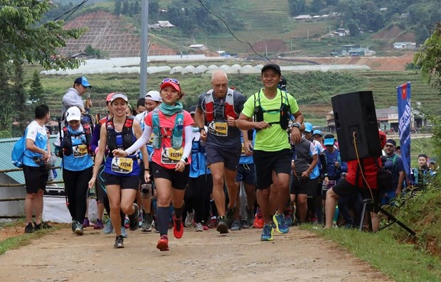 Nguyen Tien Hung wins Vietnam's biggest mountain race in Sa Pa hinh anh 1