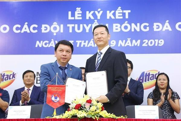 Kao Vietnam becomes sponsor of national football teams hinh anh 1