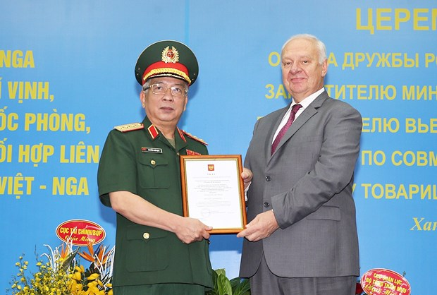 Russia's friendship order bestowed upon Vietnam's deputy minister hinh anh 1