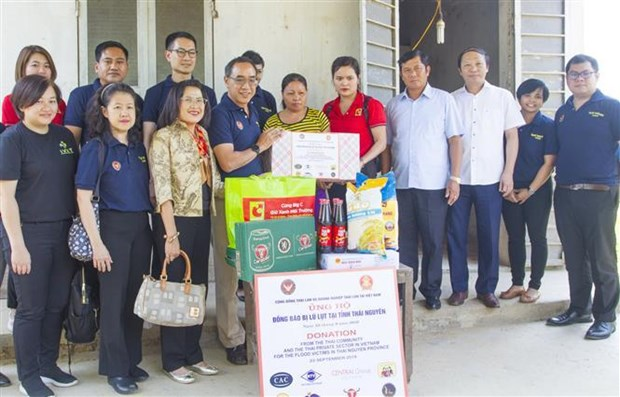 Thai Embassy supports flood victims in Thai Nguyen hinh anh 1