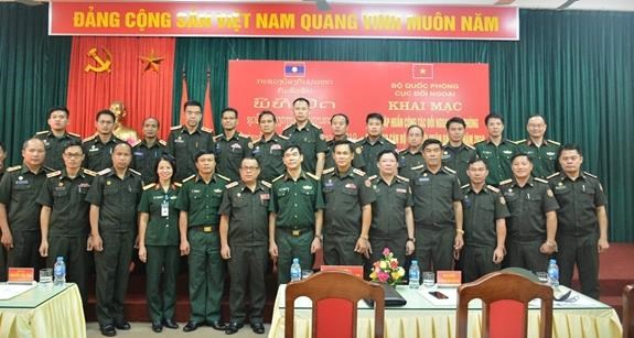 Vietnam helps Laos train personnel on defence external relations hinh anh 1