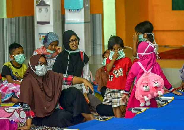 Forest fire haze causes breathing problems to over 900,000 Indonesians hinh anh 1