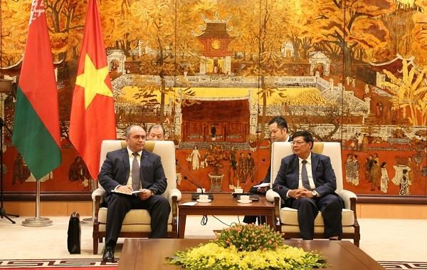 Hanoi pledges to facilitate partnerships with Belarus hinh anh 1