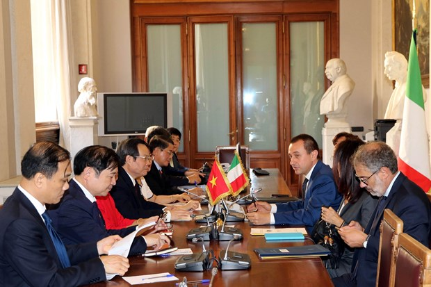 NA Vice Chairman meets with leaders of Italy's lower house hinh anh 2