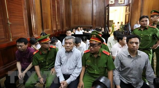 12 accused in fake cancer medicine trading case brought to court hinh anh 1
