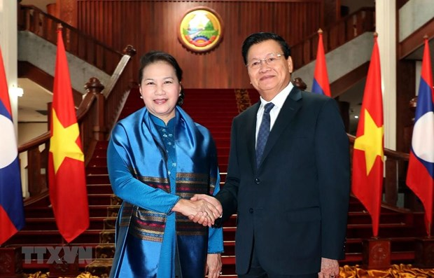 Vietnamese top legislator meets Lao Prime Minister hinh anh 1