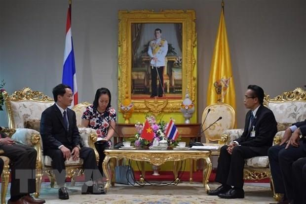 Front delegation visits Thailand hinh anh 1