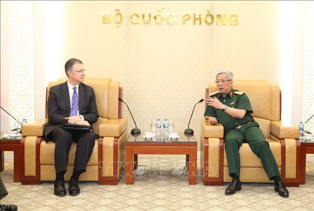Vietnam, US step up defence ties hinh anh 1