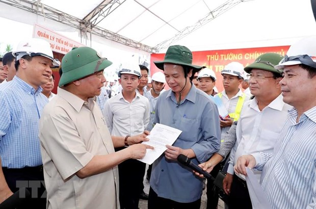 PM urges completion of Trung Luong–My Thuan expressway in early 2021 hinh anh 1
