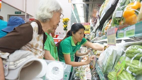 Vietnamese retailers strive to gain strong foothold in domestic market hinh anh 1