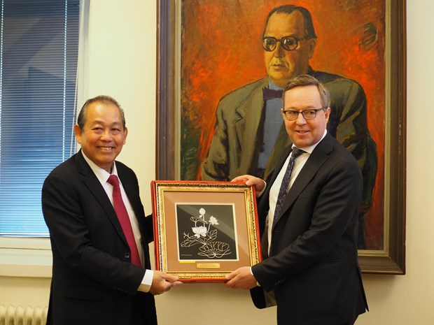 Vietnam, Finland discuss measures to advance relations hinh anh 1