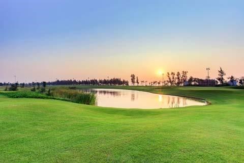 Golf tournament offers prize money of 4.3 million USD hinh anh 1